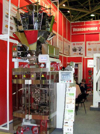 Фасовочно-упаковочное оборудование: упаковочная машина Sbi 260-Business с мультиголовочным дозатором на выставке