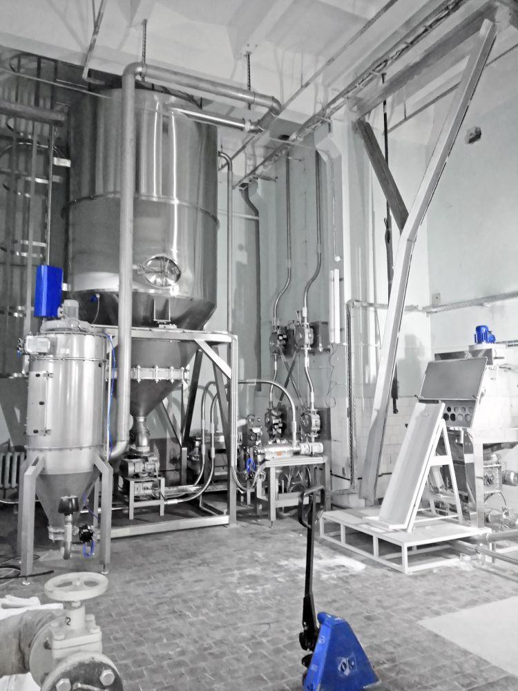 Силос промежуточного хранения и система вакуумного транспортирования