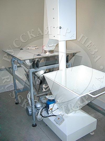 узел растаривания состоящий из мукопросеивателя и технологического бункера